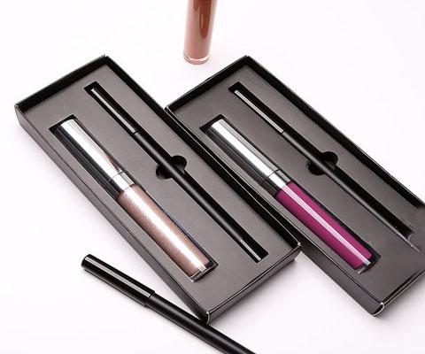 lip gloss lip liner