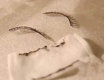 glue piece on the wipe pad