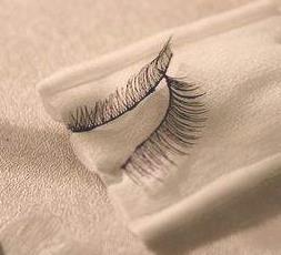 removing glue lashes
